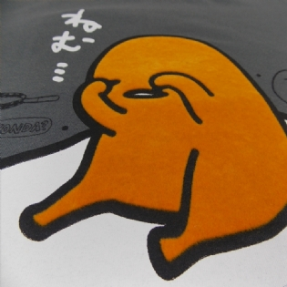 Camiseta Gudetama Nemui Sanrio Collection